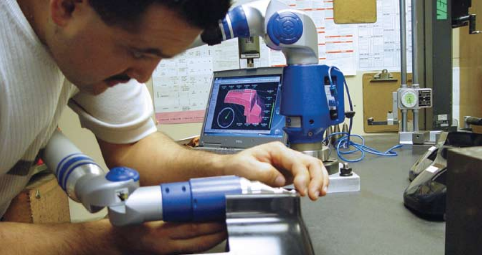 Verisurf inspecting plastic part with Faro arm